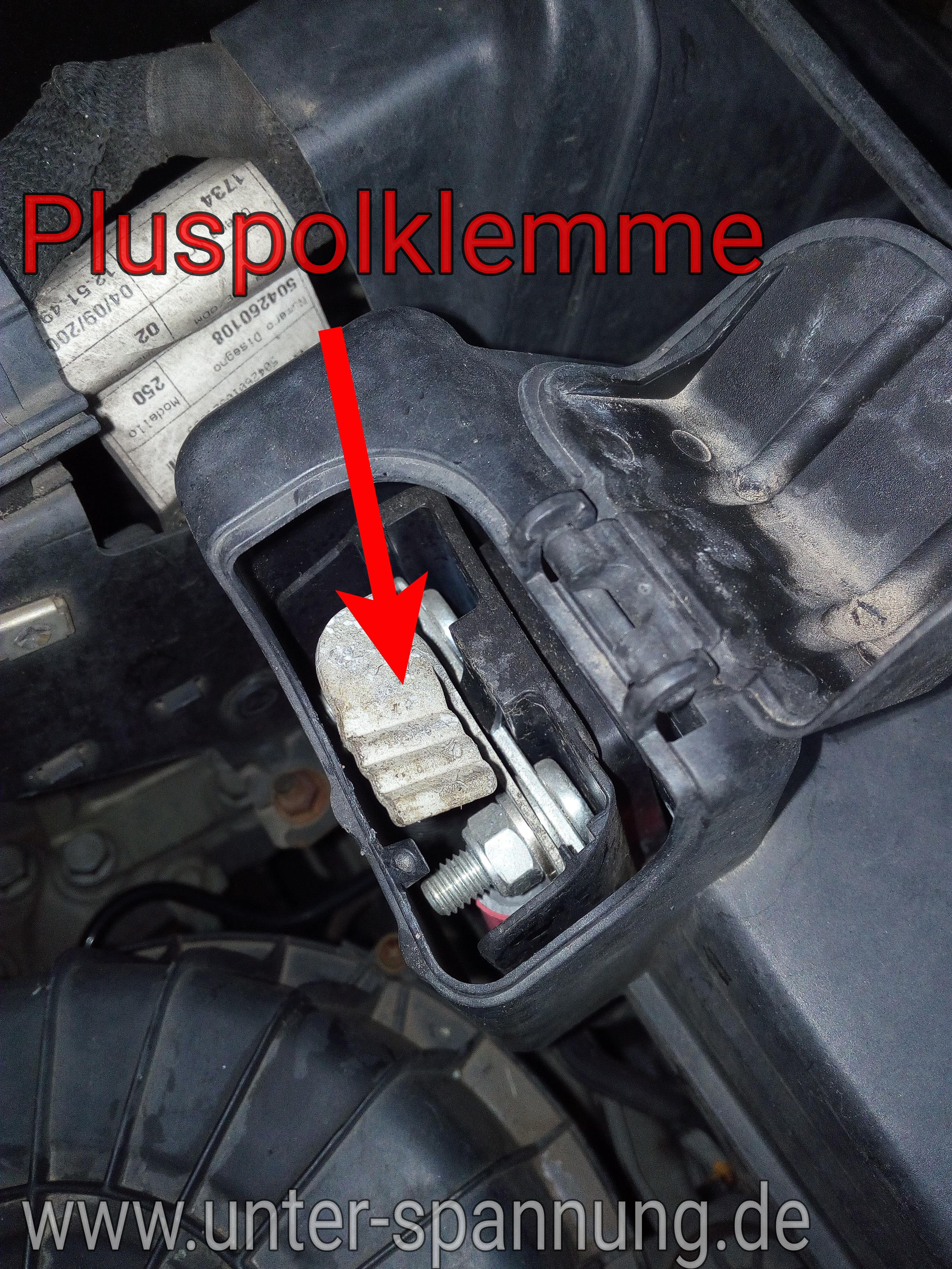 unter-spannung.de, Batterie, Kfz, Autobatterie, Pluspol, Minuspol, Überbrücken, Fremdstarten, 12Volt, 12 V, Volt,